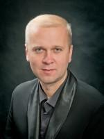 Тарас Івасик (концертмейстер оркестру, заслужений артист України) - скрипка